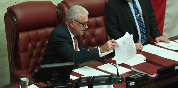 Varias medidas con futuro incierto en la Legislatura