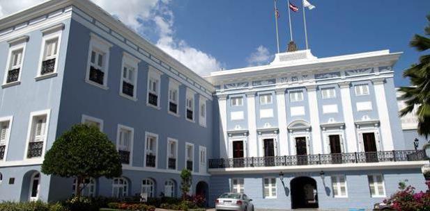Gabinete del gobernador llega a reunión en La Fortaleza