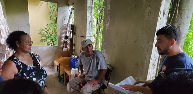 Familia vive de manera inhumana en Vega Baja