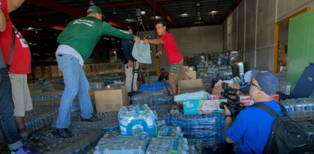 Ciudadanos entran a la fuerza a almacén de suministros en Ponce